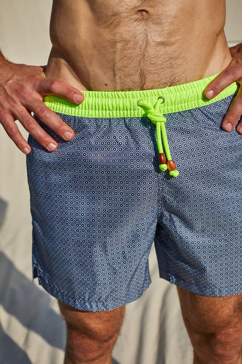 Homme portant un maillot de bain au séchage ultra rapide Navy Azulejos