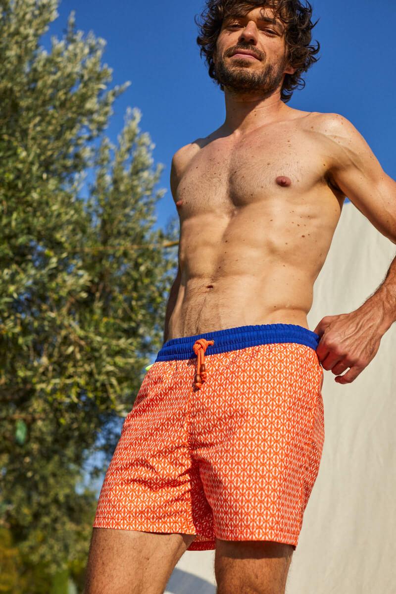 Homme portant un maillot de bain à ceinture élastique Orange Kangaroos