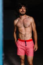Homme portant un maillot de bain à ceinture élastique Baywatch Red Azulejos