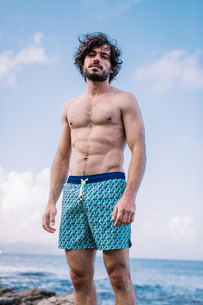 Homme portant un maillot de bain à ceinture élastique Cockatoo