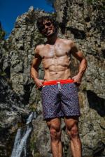 homme portant un maillot de bain cherry blossom