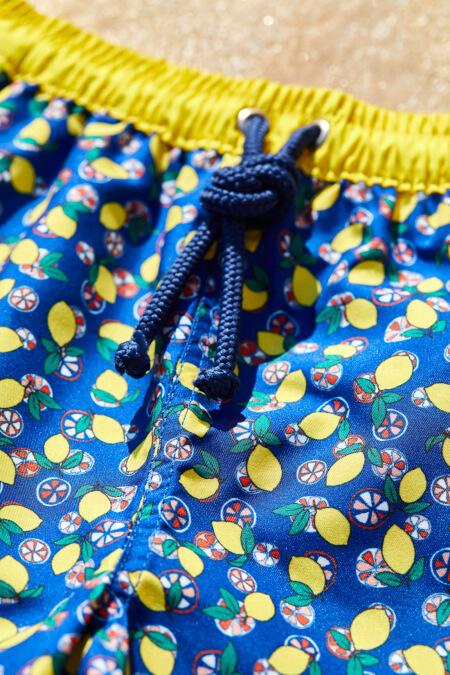 Boy wearing a swimsuit with buttoned belt Meno Lemonade