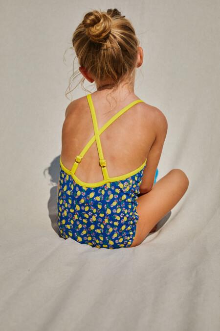 Petite fille portant un maillot de bain une-pièce Java Lemonade